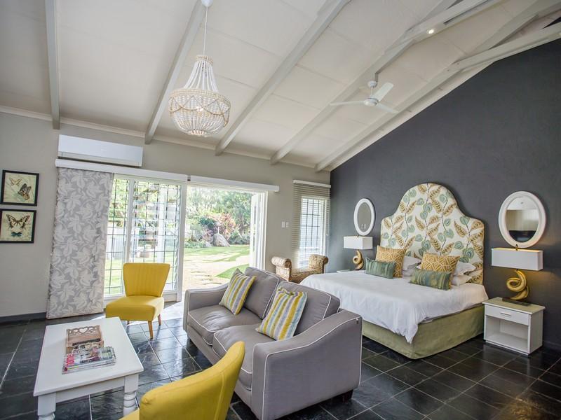 Luxury Family Room 14 La Roca Guesthouse