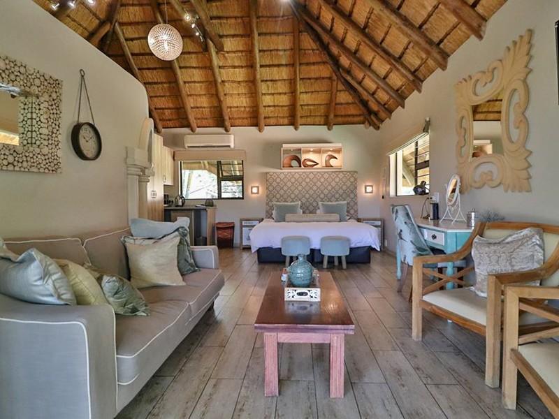 La Roca Guesthouse Luxury Family Room 9